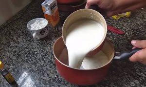 passo 01 Pavê Simples de Biscoito de Maizena