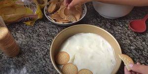 passo 03 Pavê Simples de Biscoito de Maizena